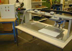 Handlingsanlage für Laborplättchen